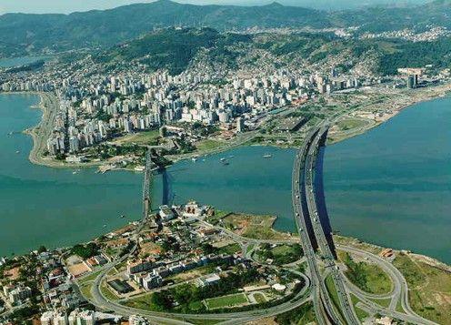 Florianópolis, en la isla de Santa Catarina, una ciudad que tiene mucho más que rascacielos.