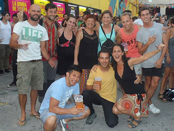 Foto de grupo con todos nuestro amigos en La Bomba del Tiempo