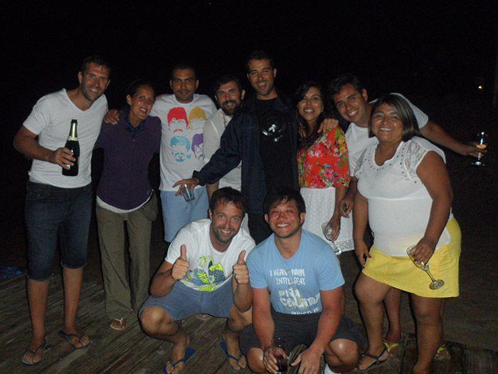 Todos en la playa dando la bienvenida al nuevo año