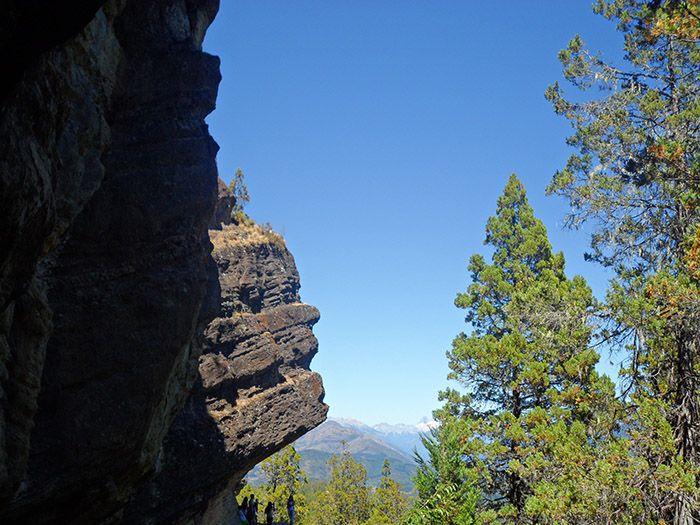 Se puede ver perfectamente el perfil de una cabeza en la roca ¡de ahí viene si nombre!