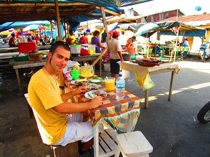 Rica comida a los pies de Puerto Nanay