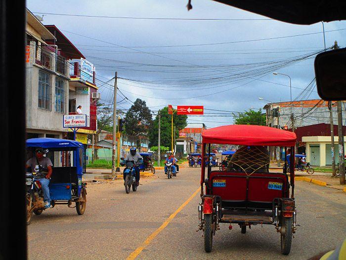 Camino al puerto de Pucallpa con el mototaxi