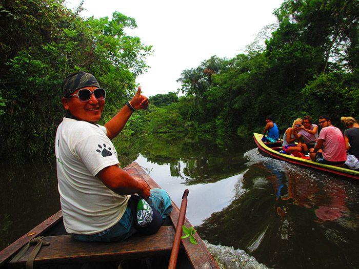 De vuelta del campamento en el Amazonas