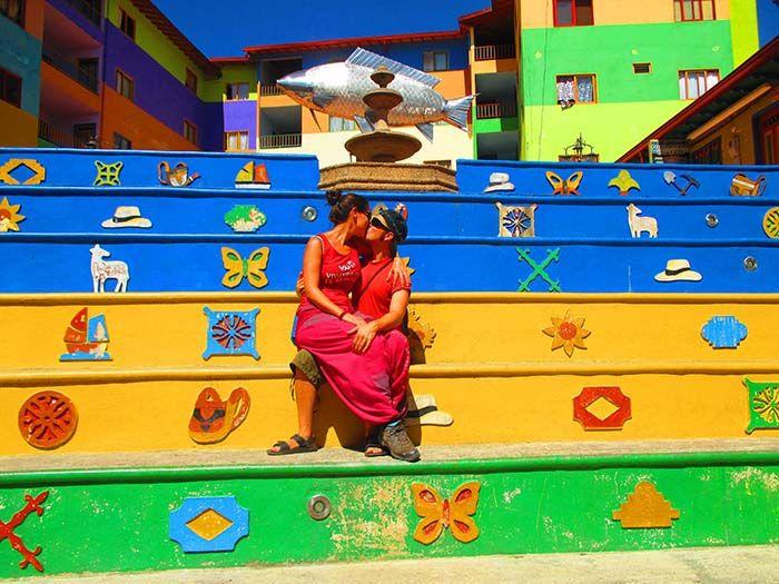 ¡Las calles de Guatapé son las más coloridas que hemos visto nunca!