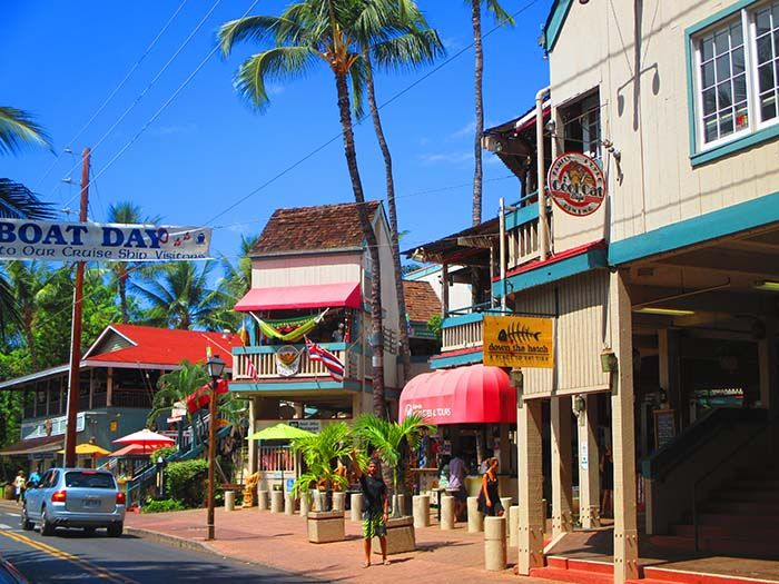 Lahaina es un pueblecito con mucho encanto ¡parece un decorado de Port Aventura! ;)