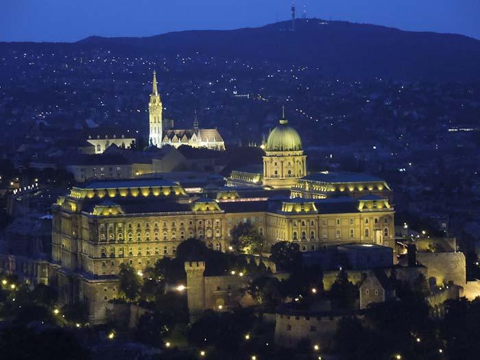 Anochecer desde la Ciudadelas con vistas a la ciudad de Budapest