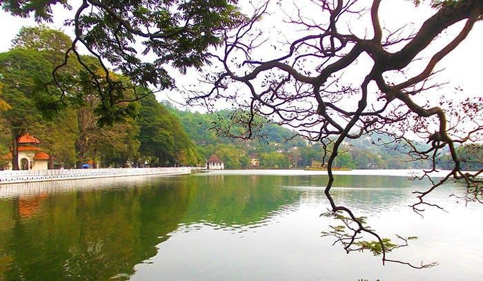 ¿Qué ver en Kandy? - El lago Bogambara o lago Kandy
