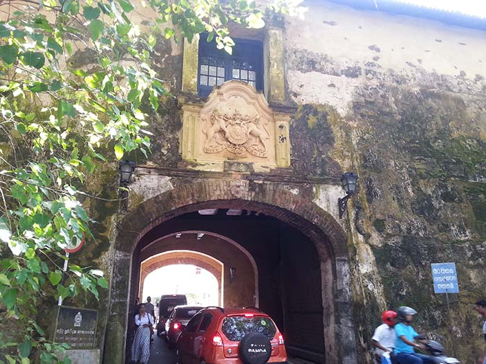 ¿Qué ver en Galle? Edificio Administrativo y Puerta Antigua