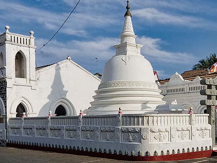 ¿Qué ver en Galle? Sri Sudharmalaya Buddhist Temple