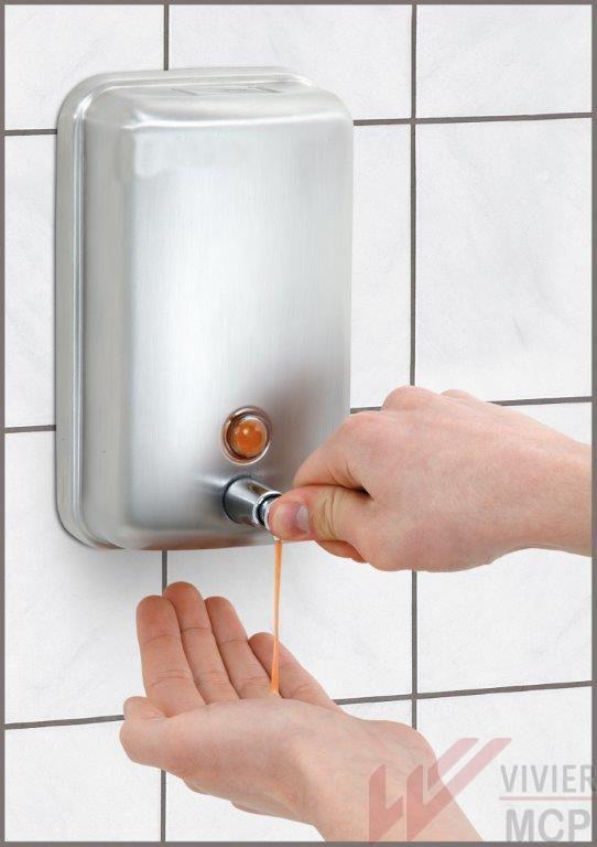 distributeur de savon liquide au mur
