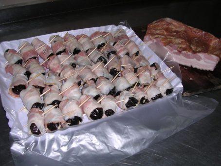 vassoio prugne pancetta