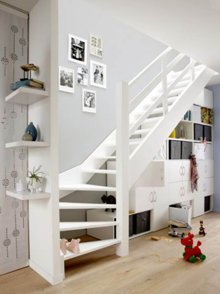 Aménager Lespace Sous Un Escalier Salon Viving