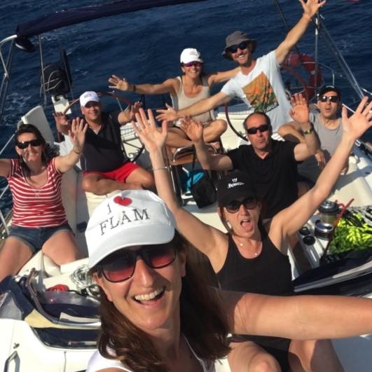 familia navegando en velero
