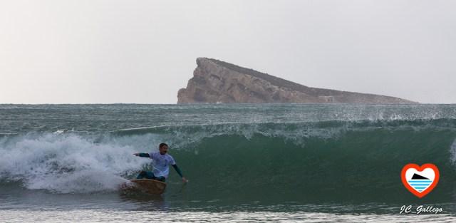 surfista-deporte-playa-benidorm-alicante