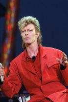 david-bowie-red-suit