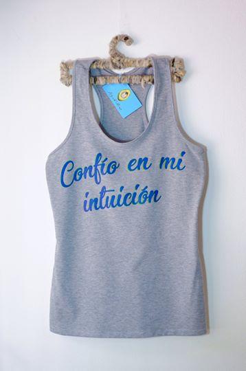 confío en tu intuición camisetas