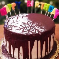 Πολυώροφη εύκολη τούρτα γενεθλίων χωρίς γλουτένη