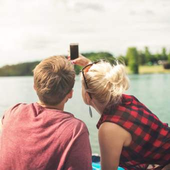 Here's What Couple Selfies Really Say About Your Relationship