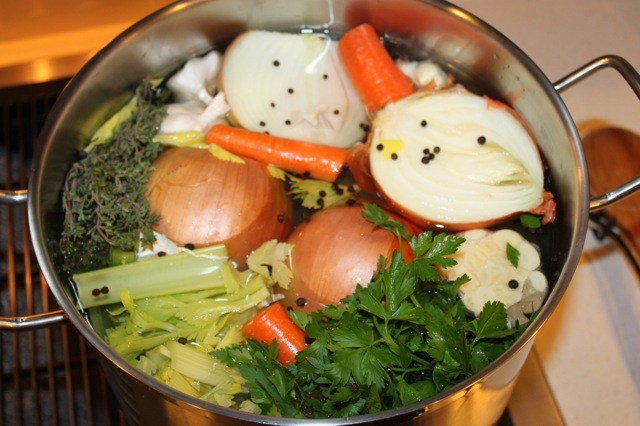 Homemade Chicken Broth | vixenskitchen.com