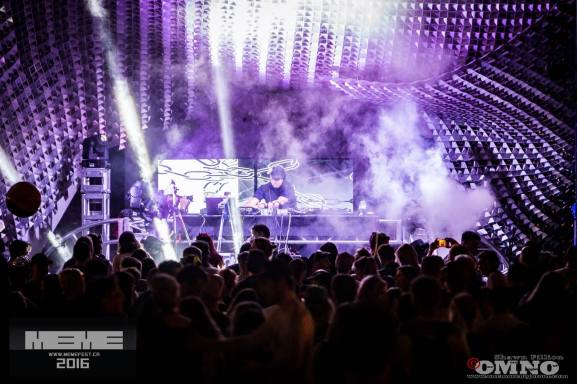 VJ Carrie Gates Performing Live at MEME 2017