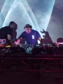 DJ Deko-ze and VJ Carrie Gates performing at the 20 Year Anniversary Reunion Rave in Saskatoon, July 2019. Photo by DJ Snakeboots.