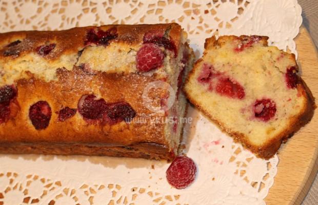 Кекс със замразени плодове