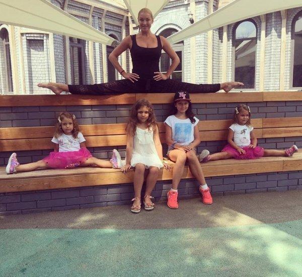 Анастасия Волочкова расставила ноги над детьми : Шоу ...