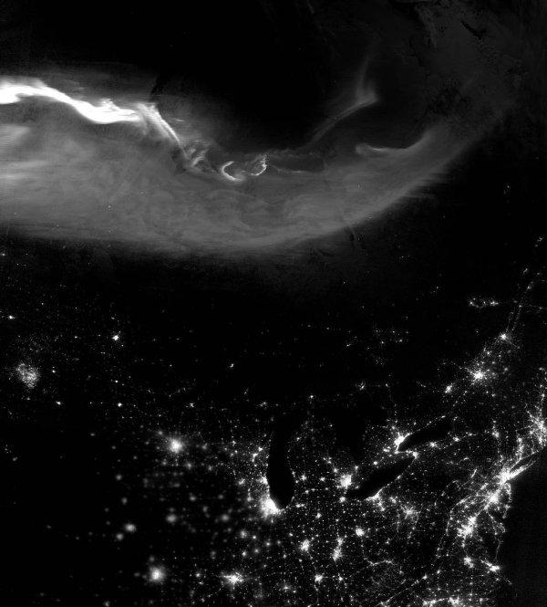 Астрономы показали уникальное фото черно-белого северного ...