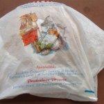 Pandolce Genovese ve stylové tašce.