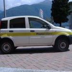 Tady nám krásně zapózovalo auto italské pošty. Barva Poste italiane je... žlutá!
