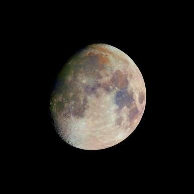 Barevný Měsíc