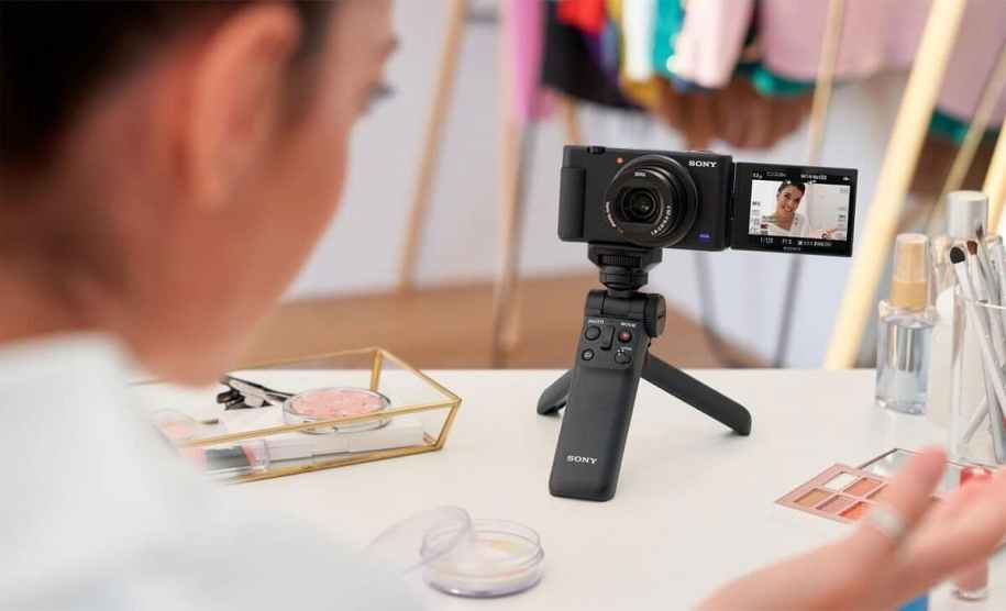 7 Reasons – Why Vlogging Is So Popular?