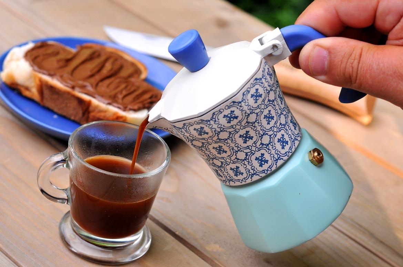 moka káva raňajky