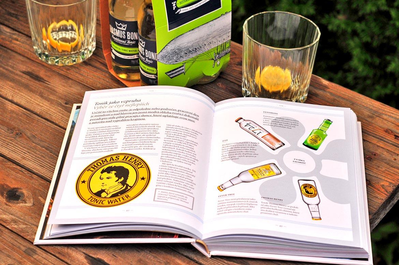 kniha destiláty pohár tonic
