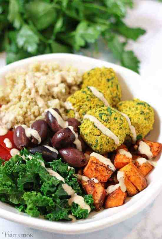 Mediterranean Bowl with Falafels and Hummus Dressing | Buddah Bowls inspired by the Mediterranean - healthy and tasty! vegan bowl recipe