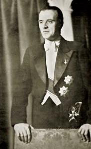 Gafencu purtand onorurile militare