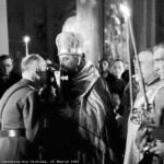 Maresalul Ion Antonescu la Chisinau sarutand Sfanta Evanghelie Foto Willy Pragher 26 Martie 1943