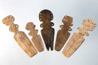 Gumelnita Muzeul Civilizatiei Figurine din os