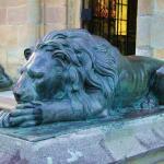 Leul din fata Mausoleului lui Andrei Saguna