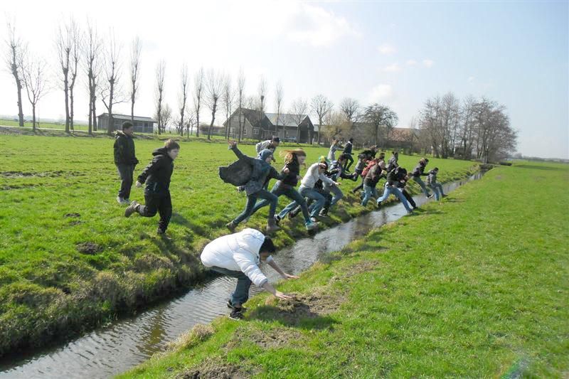 voorjaar-2012-slootje-springen