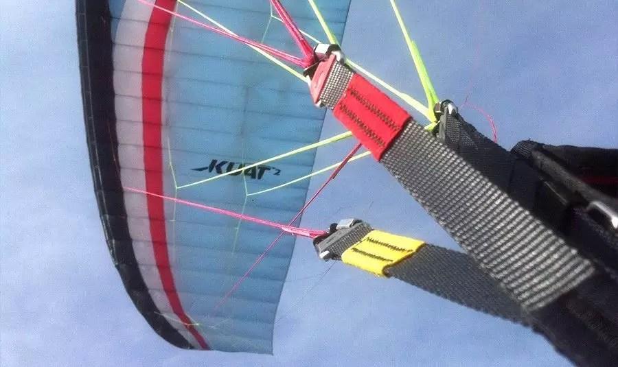Equipamento de voo duplo vela. Em inglês, canopy