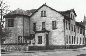 1975 wird das Louis-Röchling-Haus auf dem Völklinger Hüttengelände Abgerissen, von hier verwaltete Louis Röchling das Werk. Er wohnte auch hier. (Quelle: Saarstahl AG)