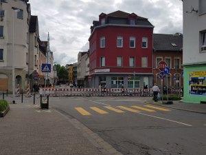 Die mittlere Poststraße bleibt vorerst gesperrt, die Hofstattstraße nur in eine Richtung passierbar (Foto: Hell)