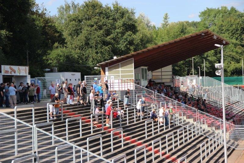 Der SVR gibt knapp 300 Zuschauer an, eine vergleichsweise gute Kulisse: Doch der Club wünscht sich mehr Unterstützung (Foto: Hell)