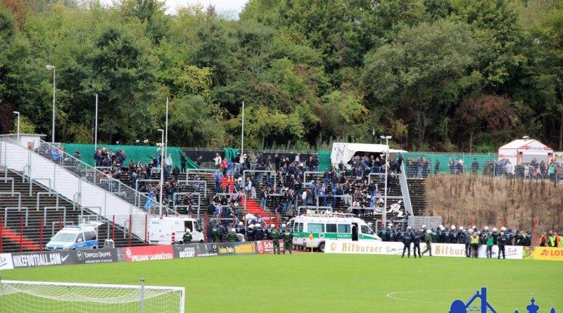 Die Trier Fans mussten warten. (Fotos: Hell)