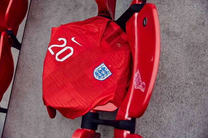 Away-kit dell'Inghilterra realizzato da Nike | numerosette.eu
