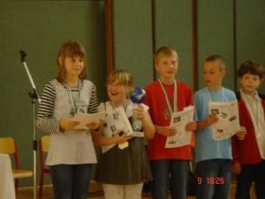 Die Mannschaft der Rückert-Grundschule gewann den Wanderpokal.