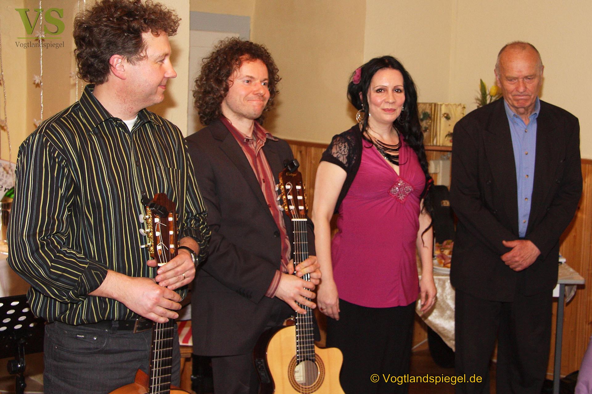 Wilfried Pucher und musikalische Gäste präsentierten Programm Heiter weiter in Kleingeraer Rittergut