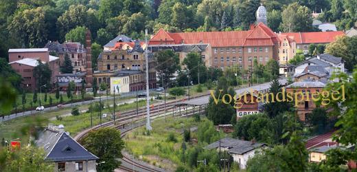 Greizer Bahnhof und im Hintergrund das Amtsgericht