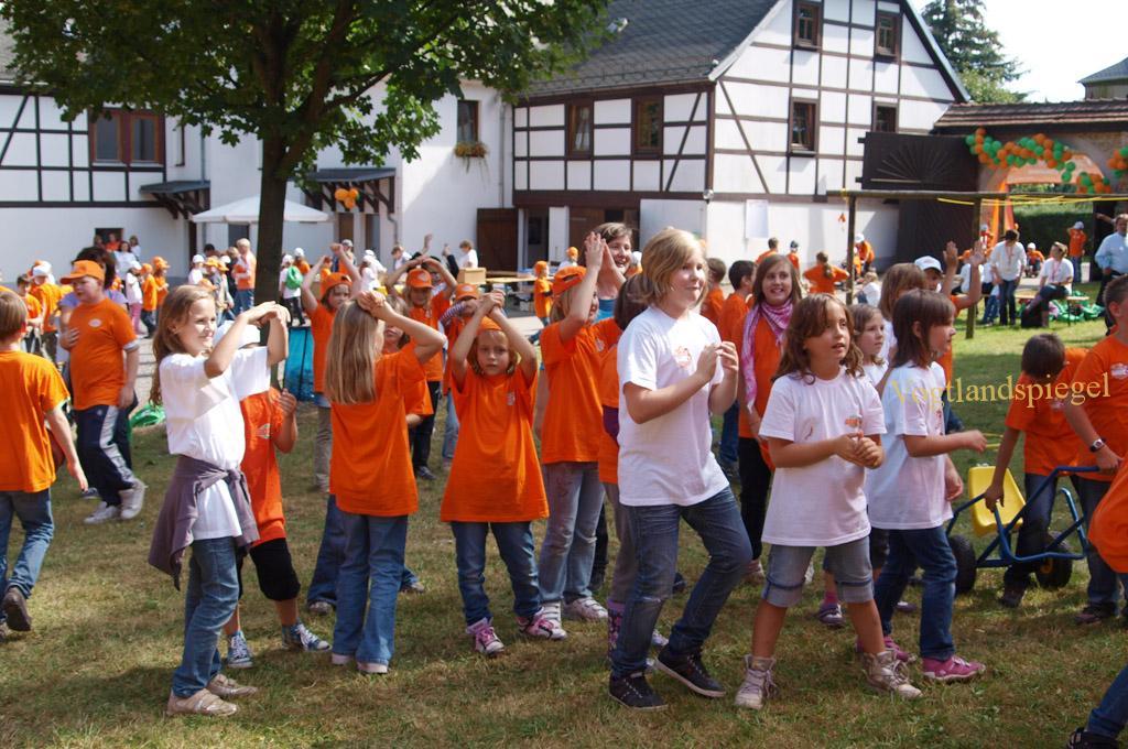 Ferienkinder in Aktion in Waldhaus.
